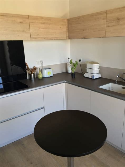cuisiniste chambery cuisine moderne bois et blanche sans poign 233 es 224 chamb 233 ry