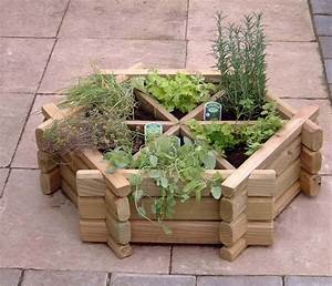 30 herb garden ideas to spice up your life garden lovers for Herb garden planter