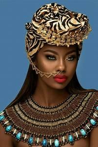 She looks like an Egyptian goddess. Women's fashion ...