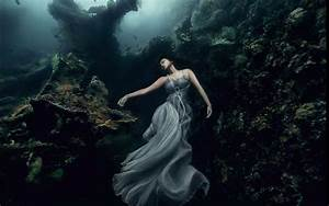 Stunning beautiful 25 meters underwater photographs by ...