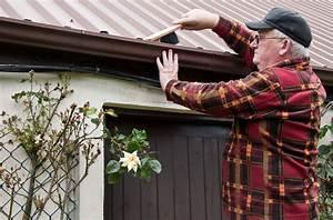 Dachrinne Reinigen Werkzeug : dachrinne reinigen und abdichten so geht 39 s ~ Whattoseeinmadrid.com Haus und Dekorationen