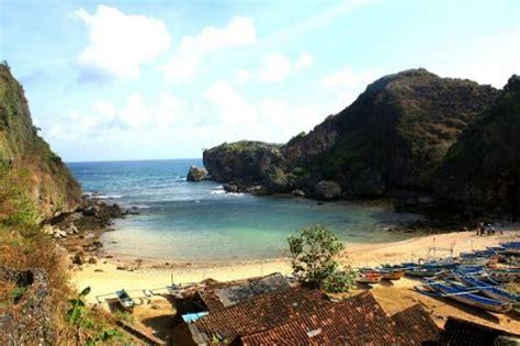 keindahan pantai ngrenehan jogja wonosari gunung kidul