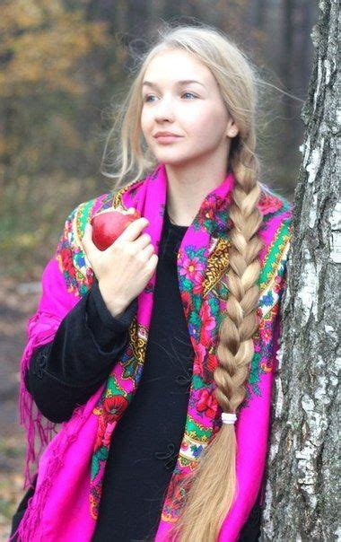 Russian girl in traditional shawl Красивые длинные
