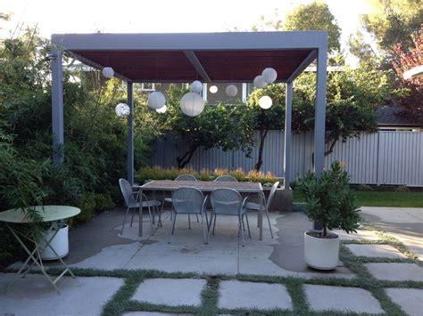 mid century modern patio with concrete bench midcentury