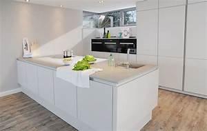 Arbeitsplatte Küche Beton : weisse kueche matt beton arbeitsplatte einschubtueren ~ Watch28wear.com Haus und Dekorationen