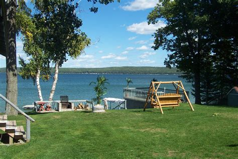 Hubbard Lake Michigan Fishing West Wind Cottages Lodging