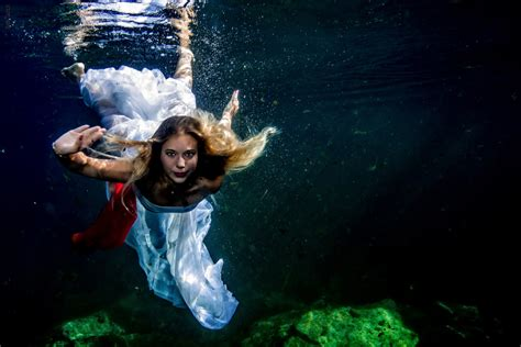 underwater model photography anna sebi messina photography