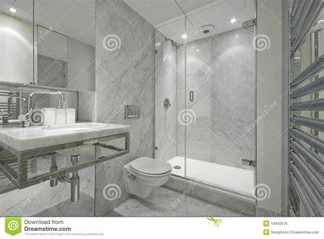 salle de bain moderne gris modern en suite marble bathroom in white royalty free stock image image 14942516