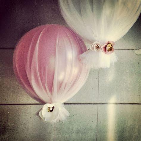 Balloon + tulle. Easy decor for baby shower