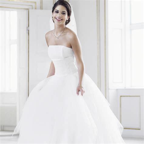 robe de mariée blanche et robe blanche mariage chapka doudoune pull vetement d