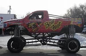 Monster Truck Photos, Pictures of Monster Trucks