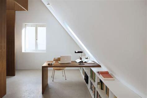 bureau sous comble aménager une chambre sous les combles ou le grenier