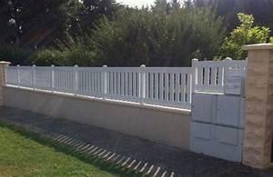 Cloture Pvc Sur Muret : cl ture pvc lames verticales fix e sur muret beton ~ Melissatoandfro.com Idées de Décoration
