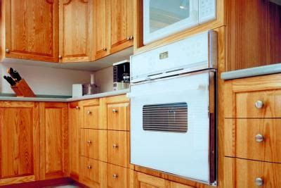 cleaning kitchen cabinets with vinegar what everyday items can be used to clean wood kitchen 8223