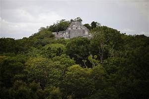 Guatemala Scientists Unearth 1400 Year Old Mayan Artifacts