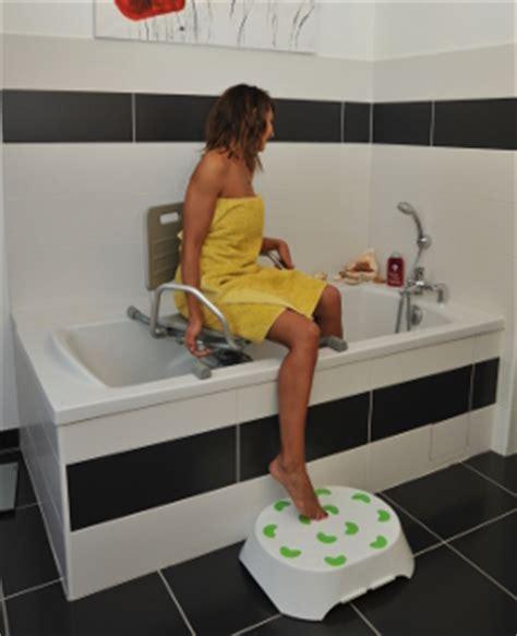 chaise de baignoire pour handicapé identites fauteuil de bain pivotant cap vert