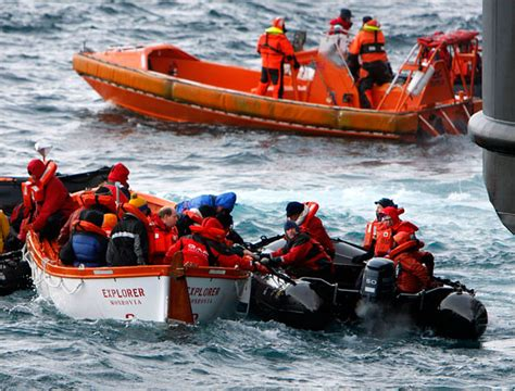 Cruise Ship Sinking 2007 by A Historic Cruise Ship Sinks The New York Times Gt World