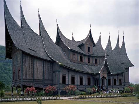 rumah adat sumatera barat  sejarah hingga keunikannya