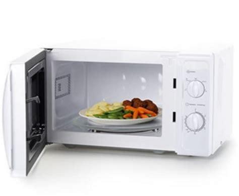 cuisine non agenc馥 microonde i 5 alimenti da non cuocere in questo forno ilmetropolitano it