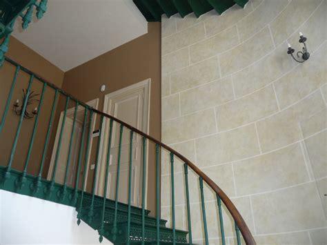 comment tapisser une montee d escalier comment tapisser une cage d escalier