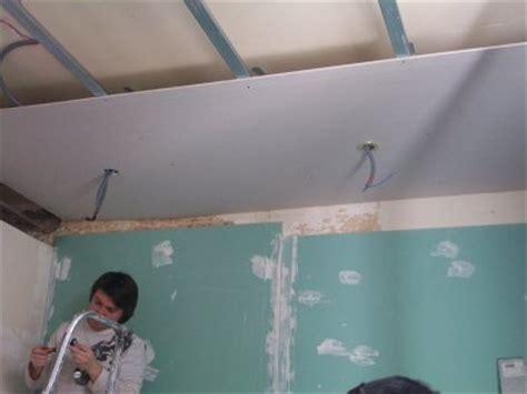 montage des plaque de placo du faux plafond notre maison