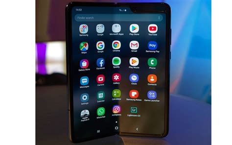 samsung galaxy fold screen users report malfunctions with