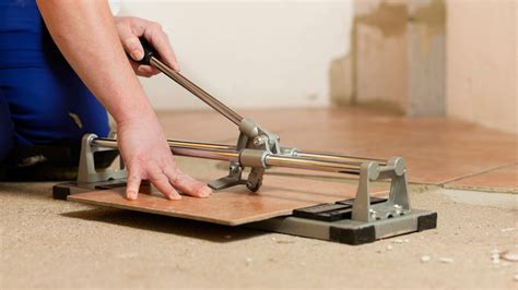 come tagliare le piastrelle tagliare piastrelle a mano utensili e tecniche pavimentare