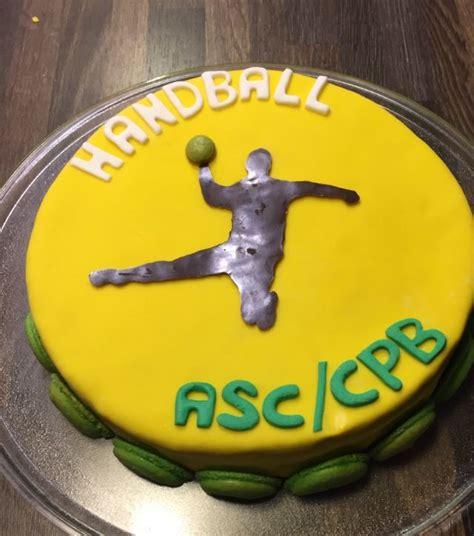 g 226 teau d 233 coration handball chocolat macarons et p 226 te 224 sucre g 226 teau handball
