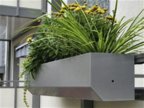 Blumenkästen Für Den Balkon by Der Balkonblumenkasten Blumenkastenhalterungen Die