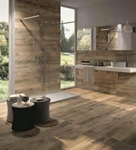 badezimmer mit naturstein bodenfliesen in holzoptik für ein tolles bad archzine net