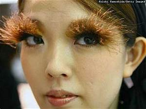 WEIRD NEWS: Fake eyelashes