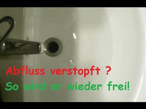dusche abfluss verstopft verstopften abfluss reinigen mit hausmittel freimachen ohne chemie dusche waschbecken