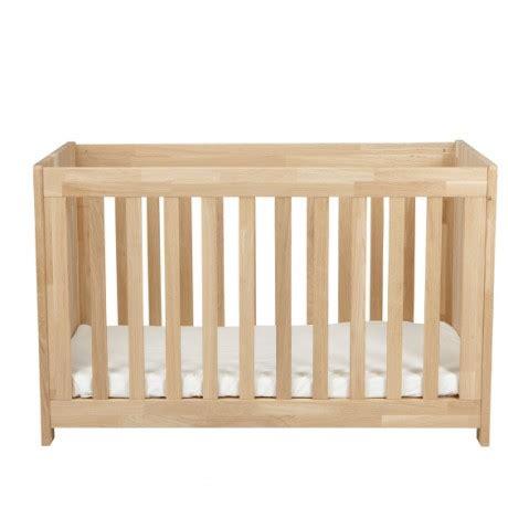 chambre bébé en bois massif votre chambré bébé essentielle par alfred compagnie