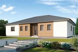 Bungalow Aus Holz : gro er walmdach bungalow mit reizvoller mischfassade ~ Michelbontemps.com Haus und Dekorationen