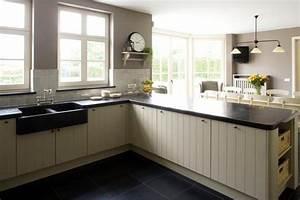 cuisine sol gris clair cette cuisine au style pur mlange With attractive quelle couleur pour le salon 8 un plan de travail en marbre dans la cuisine