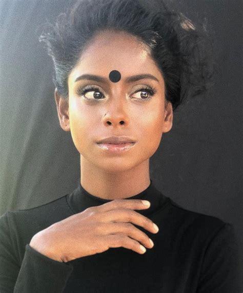 Sugu Pavithra jadi model?