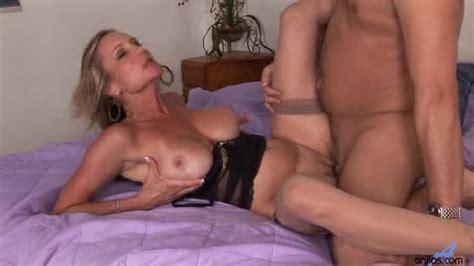 hot cougar gets mouthful of cum milf porn