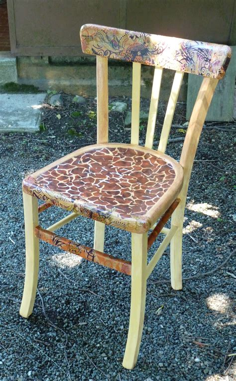 la chaise customiser une vieille chaise avec des papiers decopatch