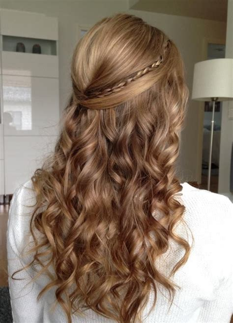 28 curly hairstyles for graduation days elle hairstyles