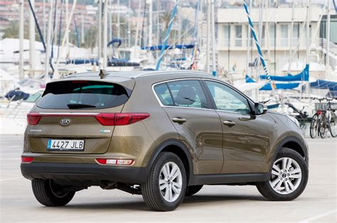 Review Kia Sportage by Kia Sportage Review Parkers