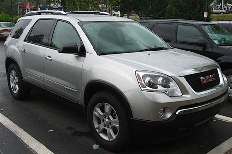 report  silver gmc acadia  driver impersonating