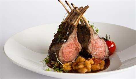 cours de cuisine en groupe recette du carré d 39 agneau par le chef cuisinier du tandem