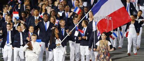 porte drapeau jo 2012 le porte drapeau des jo d 233 sign 233 fin juillet