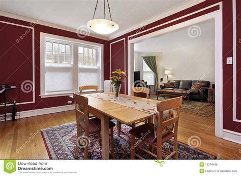 pareti sala da pranzo sala da pranzo con le pareti rosse fotografia stock