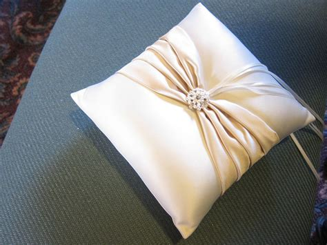 make a ring pillow costuras ring pillow wedding