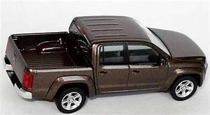 Pick Up Volkswagen Amarok : vw amarok pick up mendozabraun met werbemodell wiking ~ Melissatoandfro.com Idées de Décoration