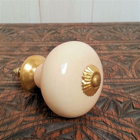 Cream Ceramic Door Knobs Furniture Vtg Country Kitchen