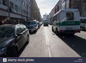 Polizei Auto Kaufen : polizei autos stra e berlin deutschland stockfoto bild ~ Jslefanu.com Haus und Dekorationen