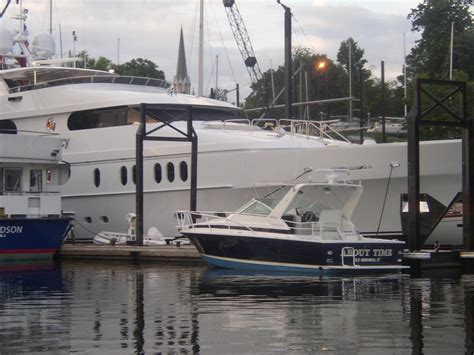 Pictures Of Tiger Woods Boat by Tiger Woods Yacht Privacy In Mamaroneck Ny The Hull
