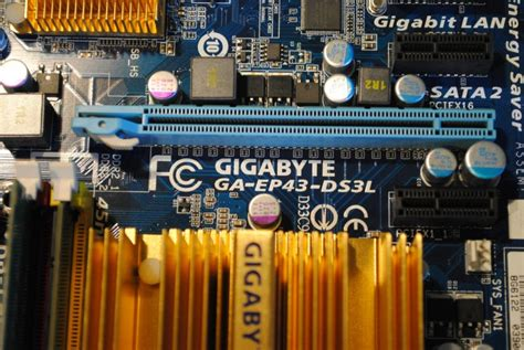 Gigabyte GA-EP43-DS3L + Intel E7300 @ 2.66GHz + 4GB DDR2 ...